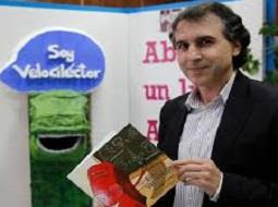 Antonio de Benito acerca la cultura del vino a los más jóvenes a través de los libros.