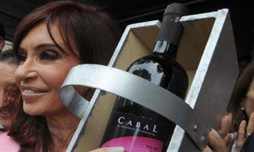 """Argentina quiere imponer un gravamen """"deportivo"""" de 45 centavos al vino."""