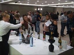 La Denominación de Origen Rías Baixas organiza su primer túnel del vino en Pamplona