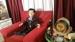 Nace un muñeco ventrílocuo sumiller que imparte clases de cata del vino.